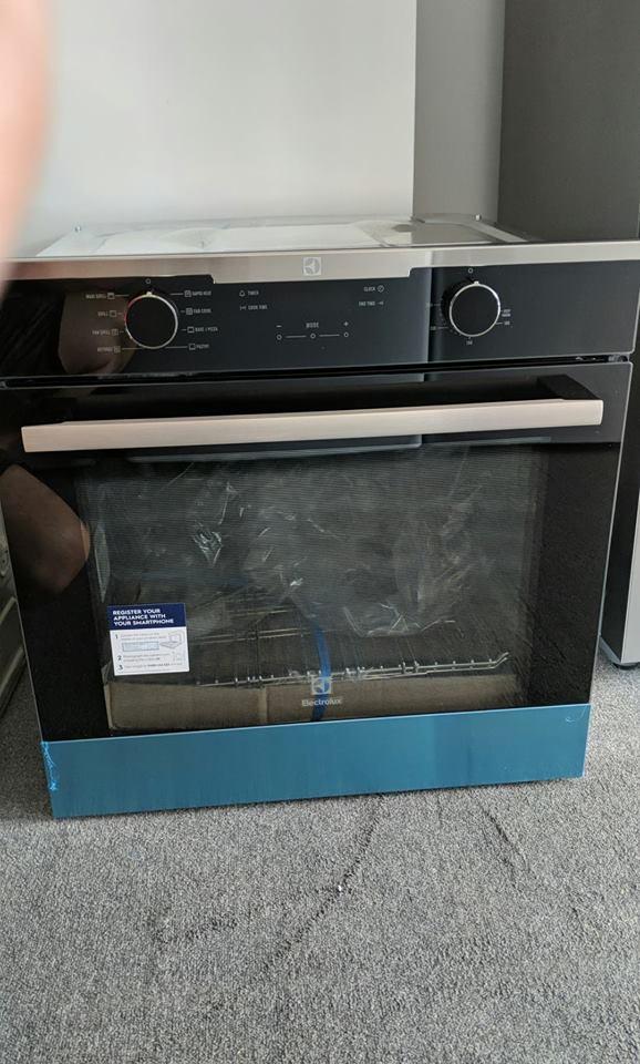Electrolux EVE614SC Wall Oven. Doug Smith Spares Pymble Nov 18