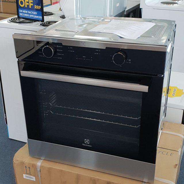 Electrolux EVE614SC Oven. Doug Smith Spares Granville Feb19